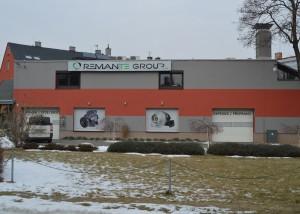 reklamní cedule+okenní samolepka REMANTE GROUP